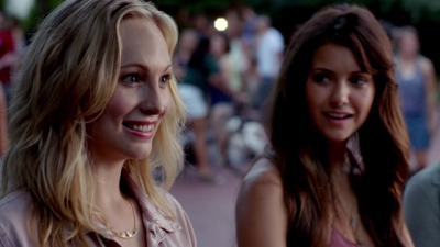 File:Caroline and Elena 5x1.png
