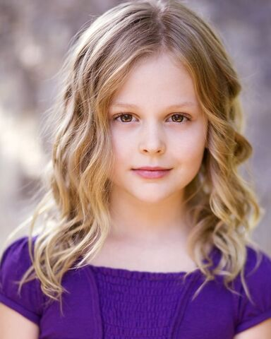 File:The Originals - Emily Alyn Lind(a).jpg