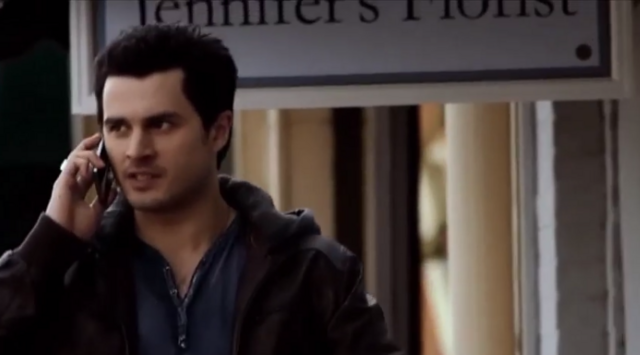 File:Enzo talking with Damon on the phone 5x19.png