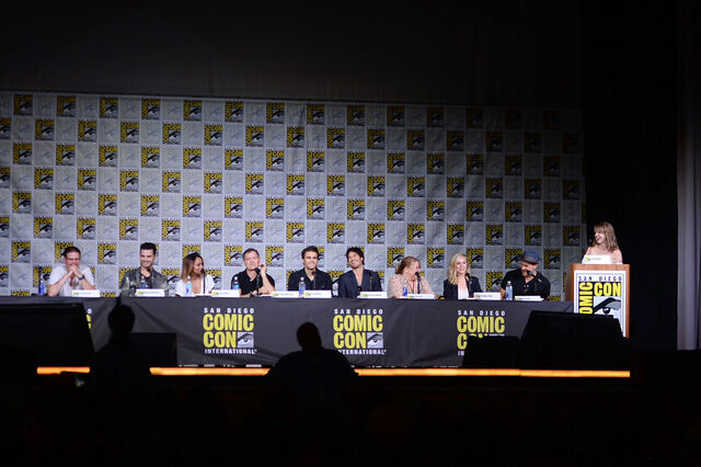 File:2016-07-23 SDCC Panel Zach Roerig Michael Malarkey Kat Graham Kevin Williamson Paul Wesley Ian Somerhalder Julie Plec Candice King Matt Davis.jpg