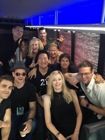 File:2016-07-23 Paul Wesly Matt Davis Kat Graham Candice King Michael Malarkey Julie Plec Ian Somerhalder Zach Roerig Kevin Williamson Twitter.jpg