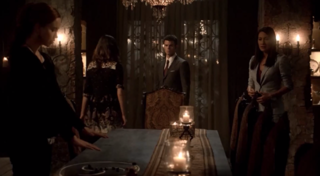 File:Genevieve-Hayley and Elijah- Francesca 1x21.png