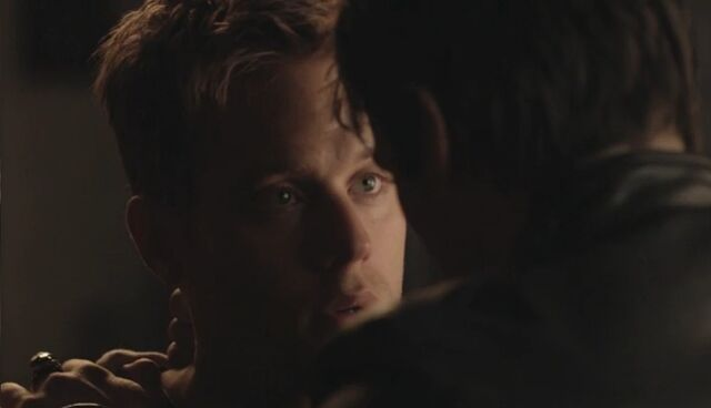 File:Aaron-is-compelled-by-damon-in-5x12.jpg