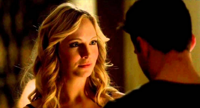 File:Caroline and Tyler in 3x19.png