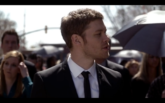 File:1x20-Klaus looks at Hayley.png