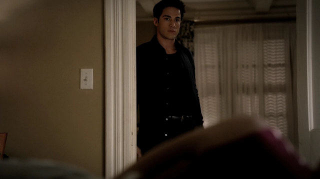 File:Tyler looking Caroline 3x9.png