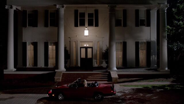 File:Rebekah arrives at Mikaelson Mansion TO 1x02.jpg