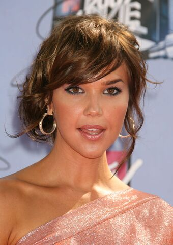 File:Arielle Kebbel MTV Movie Awards Shoot 11.jpg