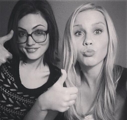 File:Phoebe-And-Claire-Holt-phoebe-tonkin-33770247-544-512.jpg
