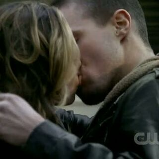 Brady and Jules kiss.