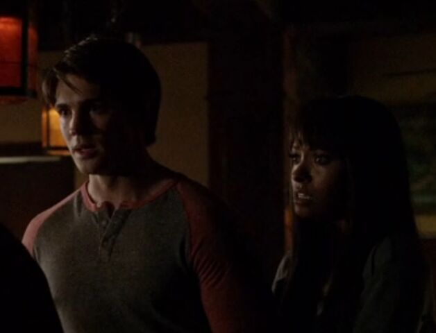 File:Bonnie and Jeremy 3 TVD 5x01.jpg