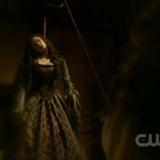 Katherine erhängt sich.