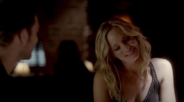 File:Caroline smiling to Klaus 4x6.png