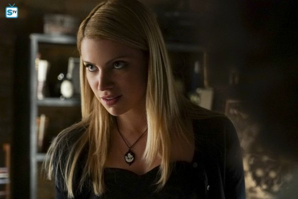File:The Vampire Diaries - Episode 7.02 - Never Let Me Go - Promotional Photos (3) 595 Mini Logo TV white - Gallery.jpg