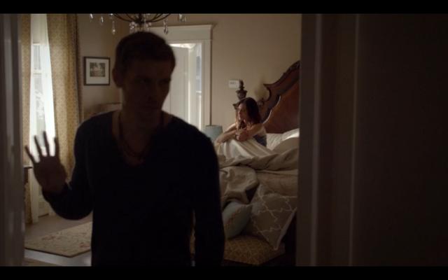 File:1x02-Klaus leaves.png