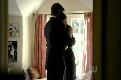 File:Vampire Diaries Funeral 2x21 ending scene 2-016.jpg
