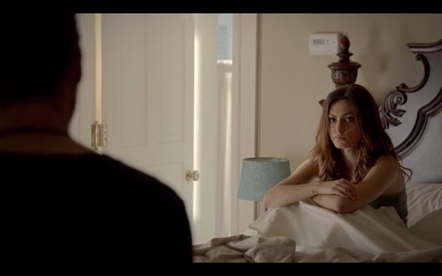 File:1x02-Klaus in Hayley's room.png