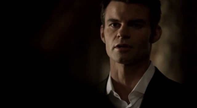 File:Elijah talking with Hayley 1x19.png