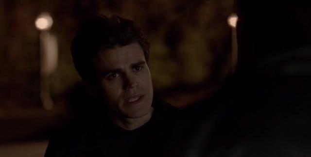 File:Stefan talking with Julian 5x21.png