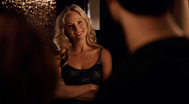 File:Caroline smiling at Enzo 6x02.png