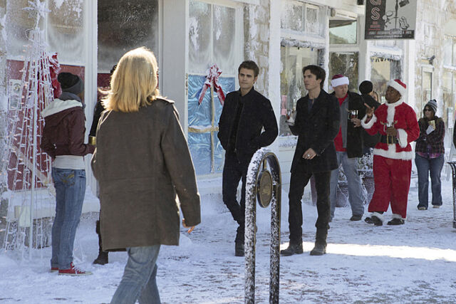File:Rs 560x374-151120125225-1024.The-Vampire-Diaries-Holiday.jl.112015.jpg
