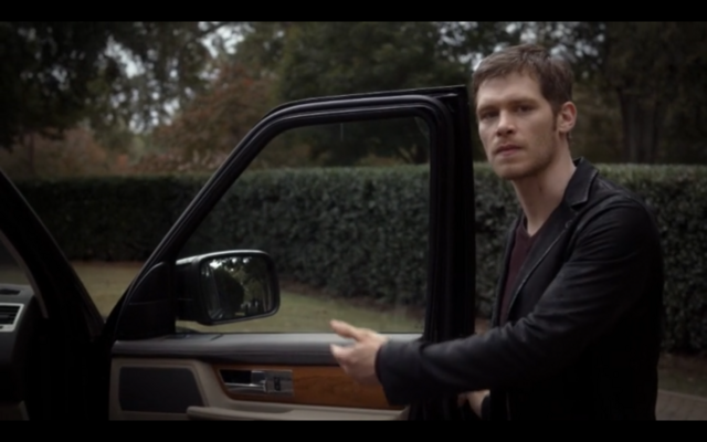 File:1x08-Klaus wants Hayley to go with him.png