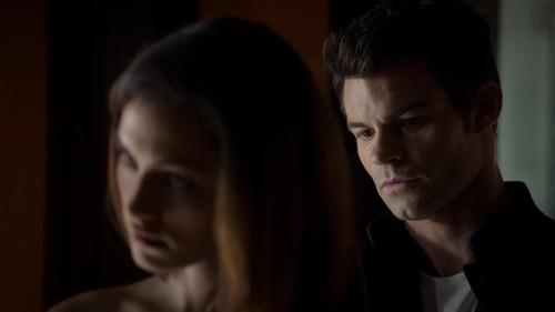 File:Hayley-Elijah 1x10.jpg