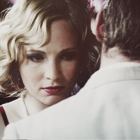 File:Caroline and Klaus 3x20...png