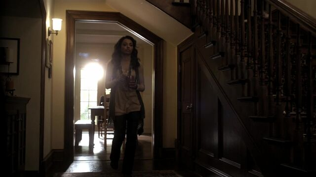 File:TVD2x11-Gilbert House 3.jpg