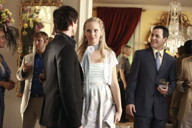File:1x04-Family Ties (22).jpg