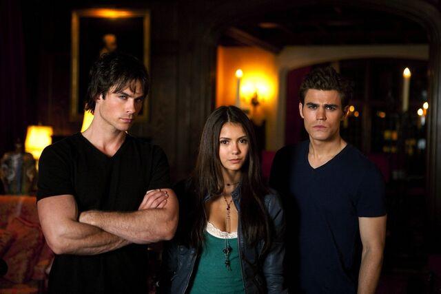 File:Tvd-behind-scenes-seasons-1-3 (3).jpg