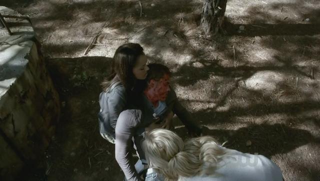 File:Bonnie-Stefan-Caroline 2x6.png