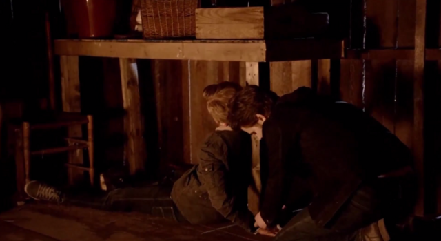 File:Stefan helping luke 5x20.png