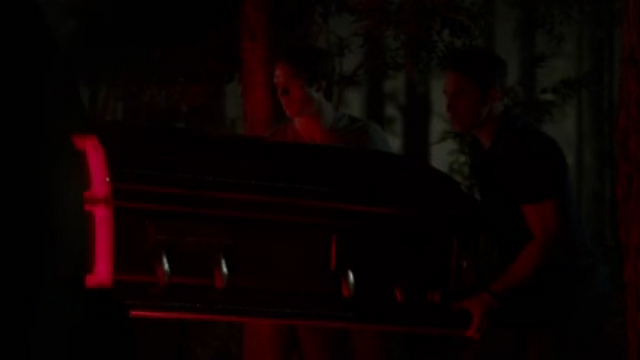 File:Tyler and damon 7x04.png