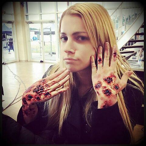 File:2016-04-01 Teressa Liane Amber Crowe Instagram.jpg
