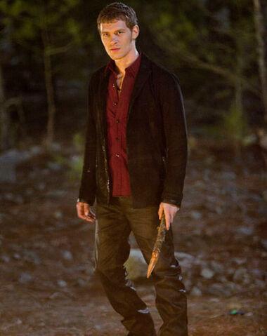 File:Vampire diaries 2 19 preview klaus tears stefan and damon apart.jpg