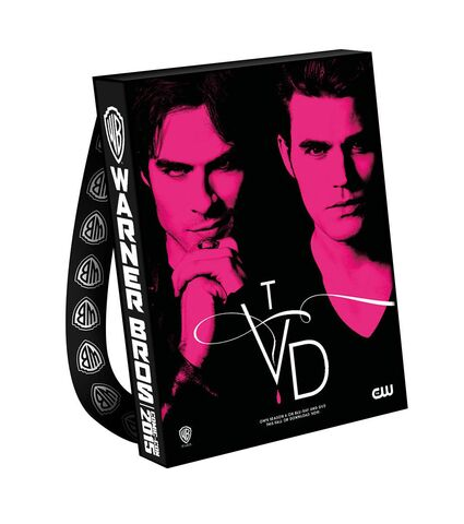 File:2015 wbsdcc the-vampire-diaries bag.jpg