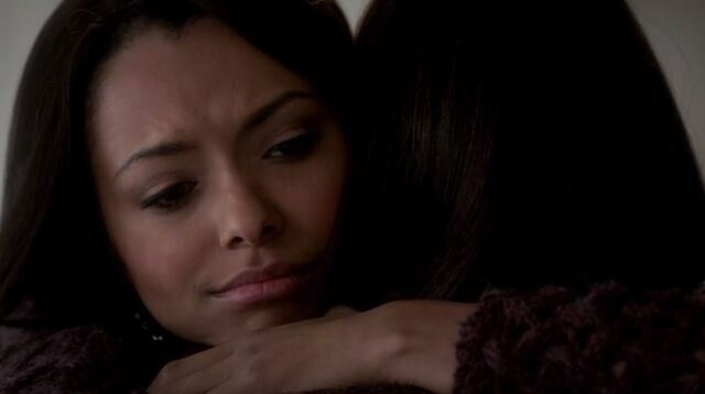 File:Bonnie elena hug.jpg