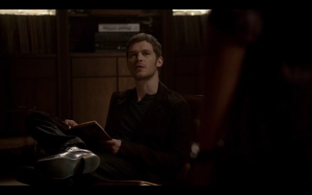 File:1x09-Hayley confronts Klaus 5.png