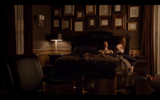 File:4x16-Klaus tells Hayley about her family 5.png