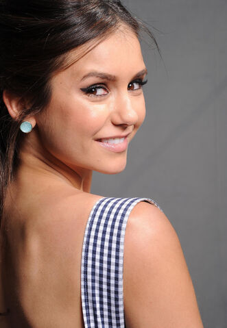 File:2011 Teen Choice Awards 06 Nina Dobrev.jpg
