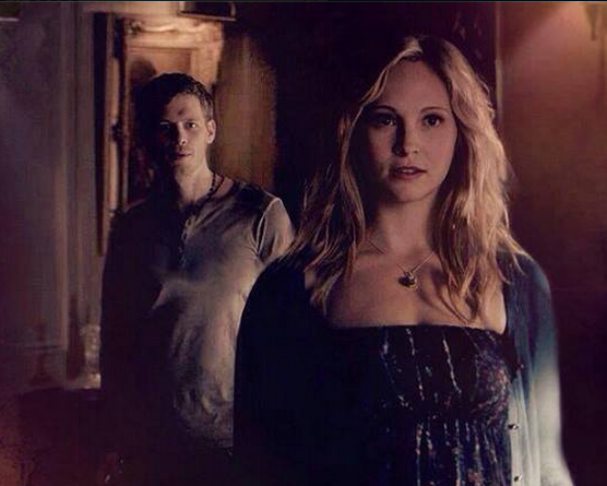 File:Klaroline in 4x18...png