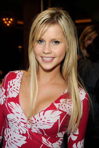 File:UK-Film-Council-US-Post-Oscars-Brunch-February-23-2009-claire-holt-27191146-396-594.jpg