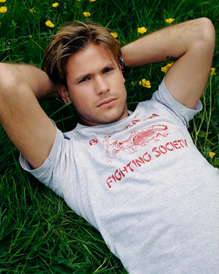 File:Matt-Davis-Photoshoot-by-Piers-Hanmer-Corbis-Outline-2002-the-vampire-diaries-actors-19696781-320-400.jpg