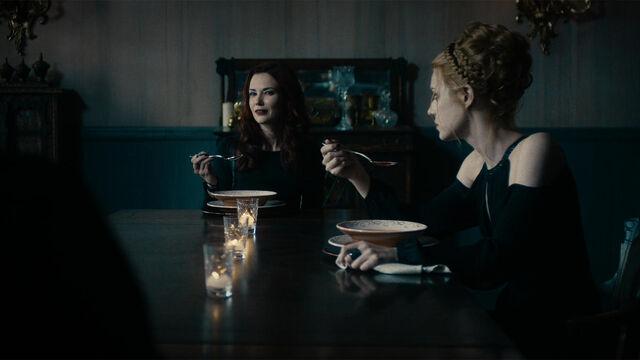 File:It Begins 1x13 Rebecca and Anastasia eating.jpg