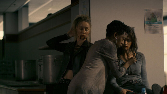 File:Nothing Matters 1x06 Doc checks on Susan and Vanessa.jpg