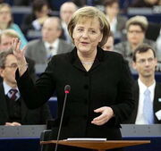 Angela Merkel SJ8 (Commons)