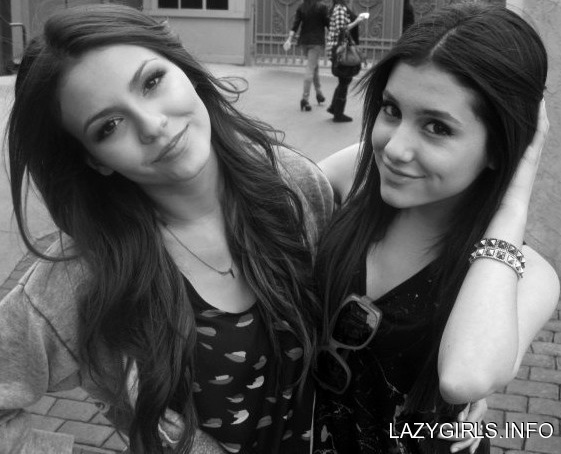 File:Victoria justice victoria justice and ariana grande HiRYeET.jpeg