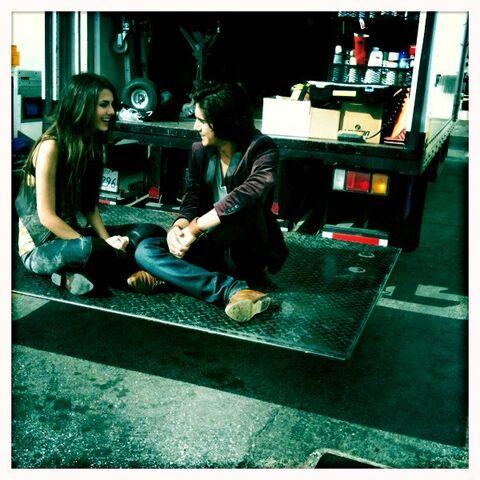 File:Victoria and Avan at a break.jpg