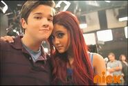 IParty-with-Victorious-Behind-The-Scenes-6